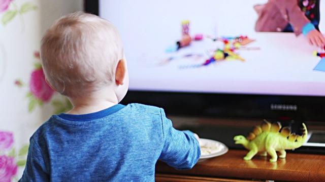 ผลการค้นหารูปภาพสำหรับ เด็กติดทีวี