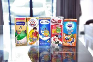 เทียบช็อตต่อช็อต! นม UHT เสริมสารอาหาร สำหรับเด็กอายุ 1-6 ขวบ ยี่ห้อไหน? ที่คุณแม่มืออาชีพควรเลือกให้ลูกกินแล้วสุขภาพดี พัฒนาการเยี่ยม!