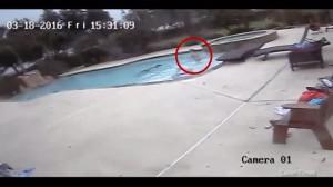 คลิป หนูน้อยวัย 5 ขวบ ช่วยชีวิตแม่หมดสติในสระว่ายน้ำจนรอด