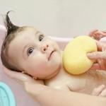 คลิปสาธิตขั้นตอนการอาบน้ำเด็กอ่อน และวิธีเช็ดทำความสะอาดตา สะดือ อย่างถูกวิธี
