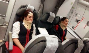 เหตุระทึก!!! เครื่องบินตกหลุมอากาศรุนแรง เจ็บกว่า 20 คน