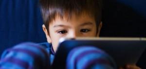 ระวัง!!! เด็กติดทีวีมีผลเสียต่อการเจริญเติบโตและพัฒนาการลูกอย่างมาก