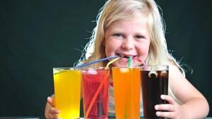 วิจัยพบ เด็กดื่มน้ำอัดลมมากยิ่งก้าวร้าว ทำไมเป็นเช่นนั้น