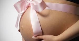 การอุ้มบุญ หรือ การตั้งครรภ์แทน