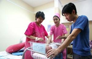 สตรี เรียกร้องให้รัฐขยายวันลาคลอดเพิ่มเติม และให้สามีหยุดงานได้ 30 วัน เพื่อช่วยเลี้ยงดูบุตร