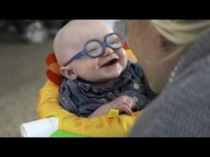 หนูน้อยทางสายตาผิดปกติ ได้เห็นหน้าแม่ครั้งแรก ถึงกับยิ้มอย่างมีความสุข
