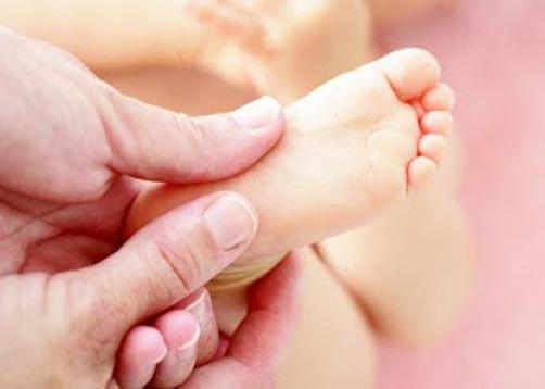 ส่งเสริมพัฒนาสมองลูก ด้วยการนวดฝ่าเท้า