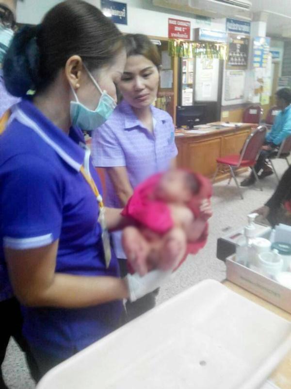 ทารกถูกแทง 14 แผล ฝังดินซ้ำรอดปาฏิหาริย์ แพทย์คาดฝีมือแม่วัยรุ่น